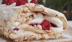 Ρολό μαρέγκας με φρούτα ό,τι έχουμε διαθέσιμα. Είχα berries στην κατάψυξη. Μια ώρα δουλειά, συνταγή στο TasteFULL.gr  Καλή λευτεριά! <3 <3 <3 Tupperware, Menu, Ice Cream, Desserts, Recipes, Rolo, Thermomix, Menu Board Design, No Churn Ice Cream
