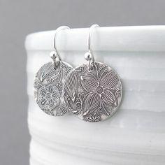 Pequeño plata pendientes Plata Dangle plata por JenniferCasady