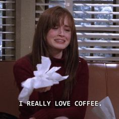 "Tell Us Your Coffee Order And We'll Tell You Which ""Gilmore Girls"" Character You Are I got Rory! Tell Us Your Coffee Order And We'll Tell You Which ""Gilmore Girls"" Character You Are Rio Film, Gilmore Girls Characters, Gilmore Girls Quotes, Gilmore Girls Fashion, Glimore Girls, Mood Pics, Film Quotes, Funny Tv Quotes, Comedy Quotes"