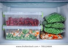 Freezer with different products, closeup Freezer Burn, Easy Freezer Meals, Freezer Hacks, Frozen Meals, Frozen Fruit, Freezing Soup, Fresh Corn Recipes, Frozen Chicken, Food Safety