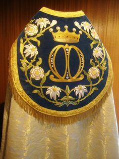 Handmade and Embroidered Catholic Vestments -- made to order and tailored from the highest quality materials for the Glory and Honor of God Gold Embroidery, Embroidery Patterns, Beadwork Designs, Bead Sewing, Textiles, Fantasy Costumes, Religious Icons, Gold Work, Needlework