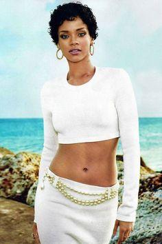 Natural hair celebrities: Rihanna
