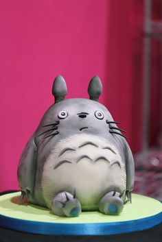 Totoro Cake | I wouldn't eat this... It's to cute..