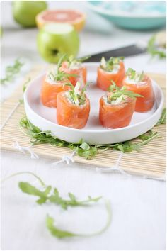Avocado skewer with prawns and pineapple - Clean Eating Snacks Yummy Appetizers, Appetizer Recipes, Cooking Recipes, Healthy Recipes, Snacks Für Party, Food Plating, Clean Eating Snacks, I Love Food, Finger Foods