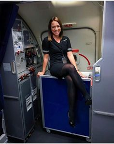 Cool Tights, Bus Girl, Airline Uniforms, Black Pantyhose, Nylons, Beautiful Legs, Beautiful Clothes, Cabin Crew, Cosplay Outfits