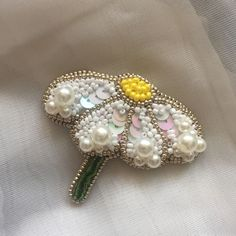 Bead Embroidery Patterns, Bead Embroidery Jewelry, Beaded Embroidery, Hand Embroidery, Embroidery Designs, Beaded Brooch, Beaded Earrings, Beaded Jewelry, Brooches Handmade