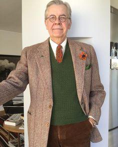 Kynoch tweed from Scotland. 1950s. Corduroy trousers, and home made slipover and tie. #menswear #welldressedmen #dapperman #dapper #dandy #gentswear #gentleman #gentlemanstyle #menwithstyle #1950s  #50s  #50sfashion  #tweedjacket #vintagetweed #boutonnieres #vintage #vintagefashion #vintagemannen #slipover #pocketsquare #knitwear #kynoch #collijns
