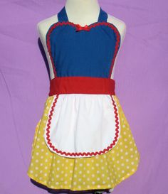 apron for children Snow White inspired by loverdoversclothing