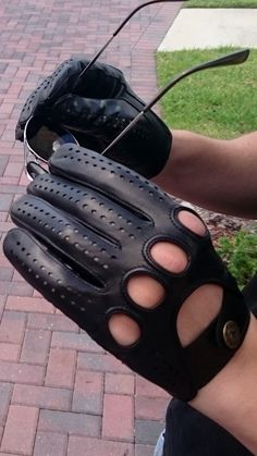 Driving gloves. alpagloves.com