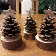 Your Children Can Make This Simple Christmas DIY Gift 1007 - Pecansthomedecor Diy Christmas Ornaments, Christmas Art, Christmas Projects, Simple Christmas, Handmade Christmas, Holiday Crafts, Christmas Holidays, Christmas Decorations, Table Decorations