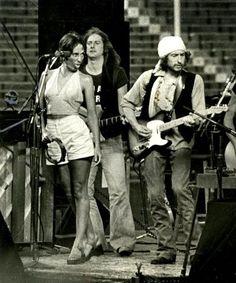 L>R: Joan Baez, Roger McGuinn of the Byrds, Bob Dylan — during Dylan's Rolling Thunder Revue in Gainesville in Joan Baez, Roger Mcguinn, Music Pics, Music People, Bob Dylan, Folk, New Shows, Woodstock, Rock Music