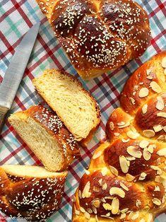 ΑΡΩΜΑΤΙΚΟ ΤΣΟΥΡΕΚΙ:TWIST AND BAKE EDITION- GREEK SWEET BREAD «TSOUREKI» – TWIST AND BAKE Sweets Recipes, Cake Recipes, Cooking Recipes, Desserts, Pan Rapido, Pan Dulce, Almond Cookies, Sweet Bread, Baking Pans