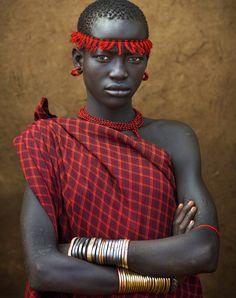 Bodi tribe, Ethiopia. Eric Lafforgue.