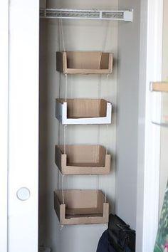 Paige B φωτογραφίας Blog - σπίτι - Ανακυκλωμένο χαρτόνι αποθήκευσης κουτιά από χαρτόνι ανακύκλωσης και διοργανωτές για να δημιουργήσει την ντουλάπα. Στη συνέχεια, απλά διακοσμούν με παπλώματα και ύφασμα, χαρτί περιτυλίγματος, κλπ ...: