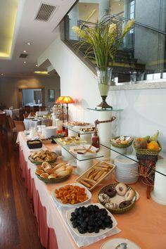 Recarga energías con los desayunos buffet que te ofrecemos en Santiago de Compostela  www.hotellosabetos.com