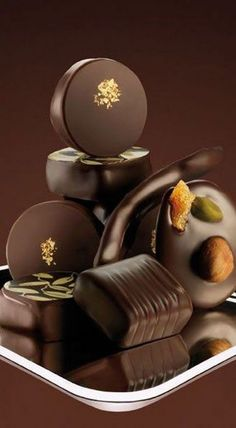Great Cacao Benefit Tips And Techniques For cacao chocolate raw Chocolat Valrhona, Valrhona Chocolate, Café Chocolate, French Chocolate, Chocolate Dreams, Chocolate Delight, Death By Chocolate, Chocolate Heaven, How To Make Chocolate