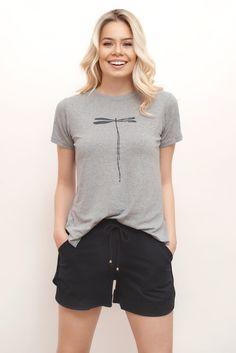 Pijama verão Lingerie, Pjs, Ideias Fashion, Sleep, How To Wear, Zombie Apocolypse, Women's Sleepwear, Outfits, Underwear