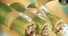 Κολοκυθάκια γεμιστά με κιμά ρύζι και κρέμα αυγολέμονο Vegetarian Recipes, Cooking Recipes, Greek Recipes, Asparagus, Cucumber, Potato Salad, Spinach, Food And Drink, Beef