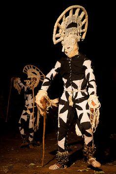 fiber Masks voodoo of nigeria in the Festival des Masques de Dédougou in the night, Burkina Faso Arte Tribal, Tribal Art, African Masks, African Art, Charles Freger, Tribal Costume, Feather Mask, Mode Costume, Art Premier