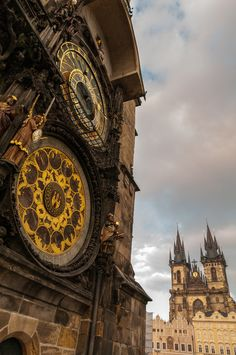 Astronomical clock & Church of Our Lady before Týn (vertical)