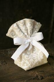Μένη Ρογκότη - Μπομπονιέρες γάμου σε κλασικό ύφος από τούλι με σατέν φιόγκο σε υπέροχα χρώματα Lavender, Gift Wrapping, Gifts, Home Decor, Gift Wrapping Paper, Presents, Decoration Home, Room Decor, Wrapping Gifts