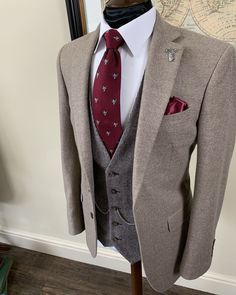 @whitfieldandward posted to Instagram: BESPOKE INSPIRATION - burgundy accents work great with earthy brown tweed suits.  If your considering a bespoke suit for an Autumn/Winter wedding we advise coming to see us soon.  Call to book your first bespoke appointment on ☎ 01625 536545 😎 ___________________________________________  #weddingsuit #menssuits #menstyleguide #groomstyle #gqstyle #dapperlydone #tailoredsuit #groominspiration #menslaw #weddinginspo #peakyblindersstyle #s Wedding Suit Hire, Tweed Wedding Suits, Wedding Men, Brown Tweed Suit, Tweed Suits, Mens Suits, Bespoke Suit, Bespoke Tailoring, Gq Style