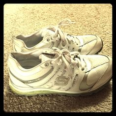 white sketchers Gently worn condition!! Has a great gel sole! Skechers Shoes Athletic Shoes