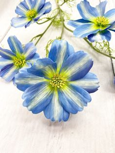 This Blue Cosmo Stem is long. Spring Decorations, Spring Wreaths, Home Decor Inspiration, Cosmos, Farmhouse Decor, Florals, Craft Supplies, Diy Home Decor, Diys