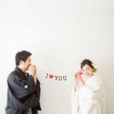 私が地道に#撮影小物 作りしてたので 撮影当日になって、こんなポーズやって! とカメラマンさんに言われて戸惑っていた 彼。 私のわがままに付き合ってくれて ありがとう!!! #和装前撮り #結婚前撮り #白無垢 #糸電話ガーランド