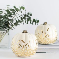 Easy and chic way to decorate pumpkins with only two materials!