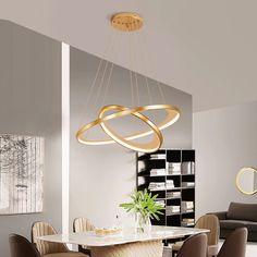 Glamour hangulat az otthonod horizontján. Imádod az arany színt? Még Byealex Michael Kors számát is kívülről tudod? Ha szeretnél egy igazán különleges és strapabíró lámpát az otthonodba, ezt a lehetőség nem szabad kihagynod. Chandelier In Living Room, Living Room Lighting, Ceiling Lamp, Ceiling Lights, Ring Lamp, Nordic Art, Postmodernism, Luxury Living