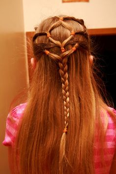 em's crazy connected pony tails ending in a braid. Medieval Hairstyles, Vintage Hairstyles, Girl Hairstyles, Braided Hairstyles, Beautiful Hairstyles, Celtic Braid, Diamond Hair, Hair Fixing, Hair Heaven