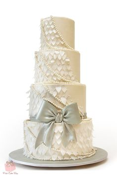 Roaring Twenties Wedding Cake #wafer #paper #petals #pearls