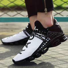 New Black slingshot Running Shoes Lovers Breathable Outdoor Sport Shoes Summer Cushioning Male Shockproof Sole Sneakers Running Sneakers, Running Shoes For Men, Casual Sneakers, Casual Shoes, Sneakers Design, Nike Sneakers, Nike Running, Adidas Shoes, Mens Leather Moccasins