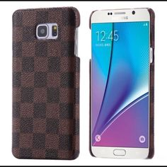 Classic Grid Pattern leather hard case Note 5 Classic Grid Pattern leather hard case Note 5  Listing is Luxury Classic Grid Pattern Leather Slim Hard Case For Samsung Galaxy Note 5.  Fashion and Casual design hard skin case  for Samsung Galaxy Note 5.  This is a brand new case with Coffee Bean Brown Grid Pattern.   Order will ship within 24 hours.    Thanks for looking. Accessories