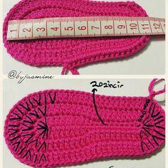 Crochet Baby Booties Crochet Knitting: M - maallure Crochet Baby Boots, Crochet Baby Sandals, Knit Boots, Booties Crochet, Crochet Slippers, Baby Booties Free Pattern, Baby Shoes Pattern, Crochet Converse, Baby Slippers