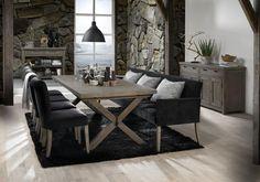 Esszimmer mit schwarzem Tischsofa - gemütlich & edel