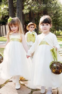 Cassie Spade is a self-taught designer who makes handmade flower girl dresses worthy of top children's clothing boutiques. Description from oliviakatedesigns.blogspot.com. I searched for this on bing.com/images