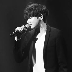 Park Hyung Sik singing his heart out. Beautiful voice from this handsome man.