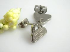 DYHE00370-- US$3.00