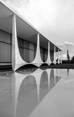 Palacio da Alvorada, Brasília,Brasil ©Joana França Oscar Niemeyer  #modern #brutalism