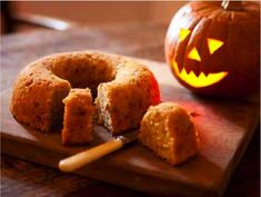 Hallowe'en pumpkin cake from River Cottage Cakes Handbook Fall Recipes, New Recipes, Cooking Recipes, Favorite Recipes, The Joy Of Baking, Halloween Pumpkins, Halloween Party, Halloween Ideas, Sweet Pie