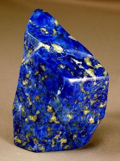 LAPIS LAZULI… Lapis Lazuli forms when calcite, pyrite and limestone comes into contact with each other. Lapis is a combination of compact lazurite crystals with white dolomite, calcite, sodalite and grains of pyrite. This rock is used to balance. Minerals And Gemstones, Rocks And Minerals, Rare Gemstones, Lapis Lazuli, Beautiful Rocks, Mineral Stone, Rocks And Gems, Stones And Crystals, Gem Stones