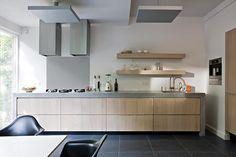Keuken op maat ≎ The Living Kitchen by Paul van de Kooi ≎ Homepage Dutch Kitchen, New Kitchen, Kitchen Interior, Kitchen Decor, Straight Kitchen, Concrete Kitchen, Concrete Wood, Open Concept Kitchen, Kitchen Photos