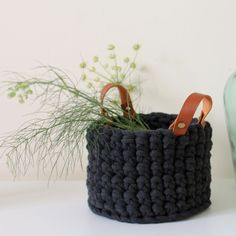 Tangerinette: Panier au crochet : le patron Plus - Catherine GD - Alles Crochet Diy, Love Crochet, Knitting Projects, Crochet Projects, Knitting Ideas, Patron Crochet, Knitting For Beginners, Quilt Blocks, Crochet Patterns