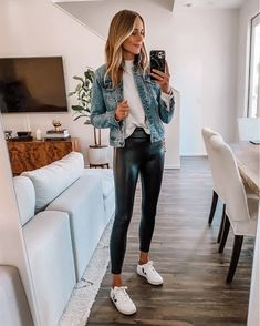 Outfits Leggins, Leather Leggings Outfit, Black Leggings Outfit, Jean Jacket Outfits, Leather Trousers, Faux Leather Leggings, Outfits With Leather Leggings, Fall Leggings, Leather Skirts