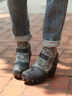Free People Daubs Clog, Love the socks and rolled up pants with these clogs.definitely doing this look come fall! Clogs Outfit, Clogs Shoes, Sock Shoes, Cute Shoes, Me Too Shoes, Shoe Boots, Comfy Shoes, Free People Clogs, Socks And Heels