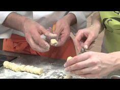 Savez-vous faire les gnocchis ? Suivez le guide ! #Recette #Cuisine Guide, Salt, Recipes, Gnocchi, Delicious Desserts, Simple Recipes, Good Things, Delicious Food, Italy