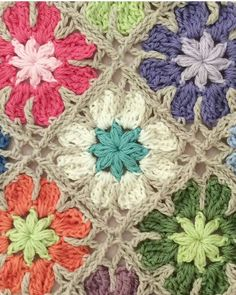No pattern, can't be that hard to work it out surely?Crochet granny squares More - Crocheting Journal