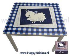Houten geboorte tafeltje beschilderd met naam / geboortekaartje www.happykiddoos.nl Picnic Blanket, Outdoor Blanket, 3d Letters, Kids Rugs, Memories, Home Decor, Memoirs, Souvenirs, Decoration Home